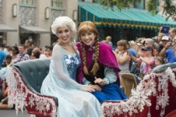 1. Princess Anna And Queen Elsa's Royal Welcome