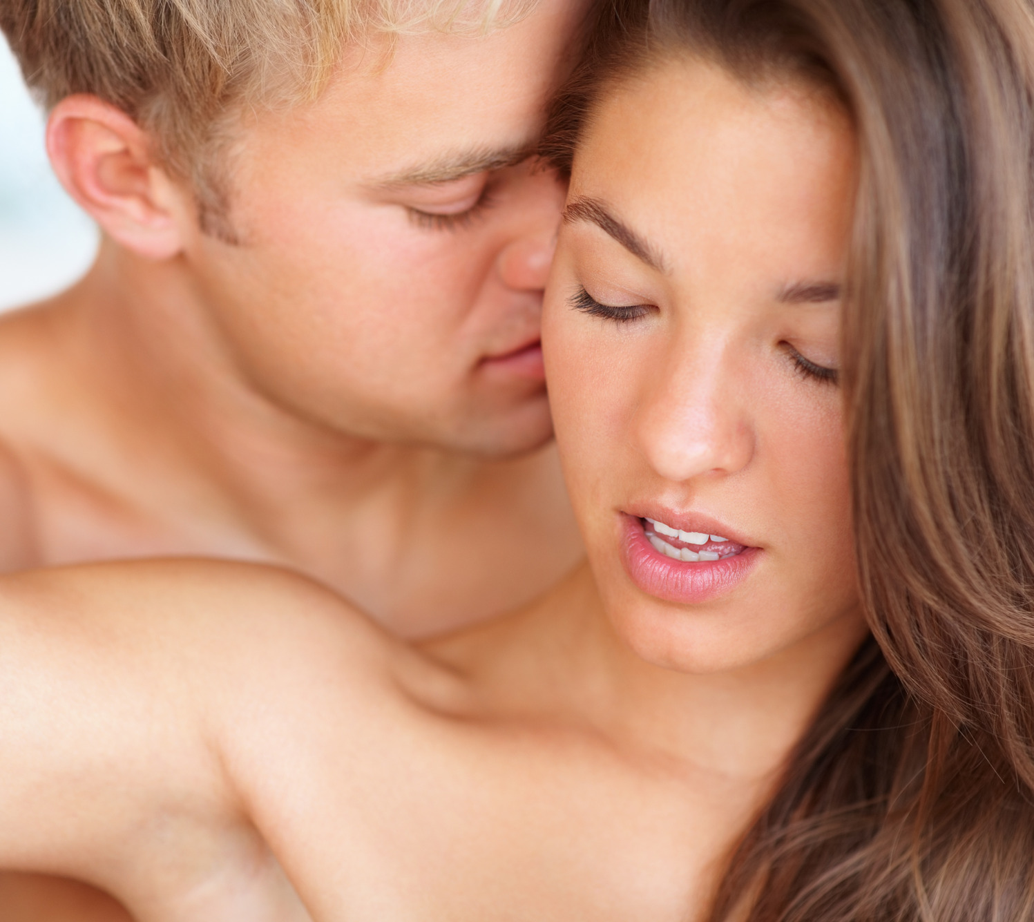 Kissing a man during sex