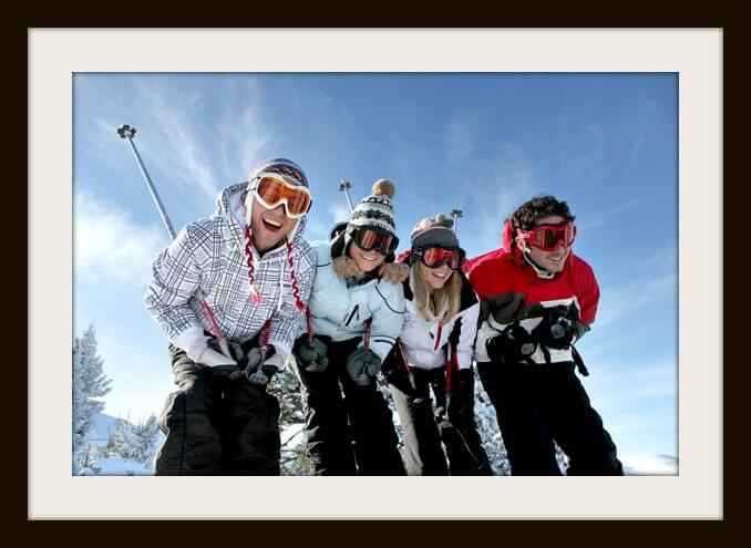 photodune-3420501-group-of-teenagers-skiing-xs.jpg