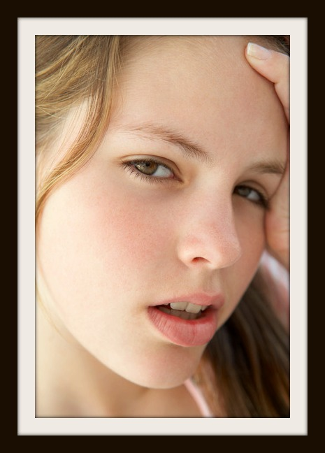 photodune-328388-portrait-of-teenage-girl-looking-frustrated-xs