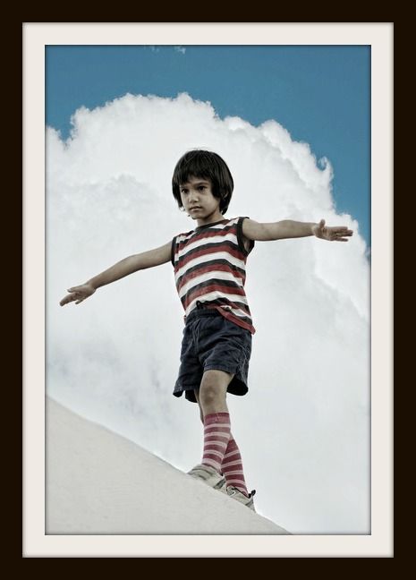 photodune-4839035-kid-walking-and-balancing-on-wall-xs